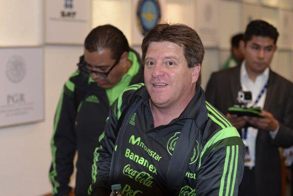 Miguel Herrera no quería frustrar a nadie, pero entre su universo de con...