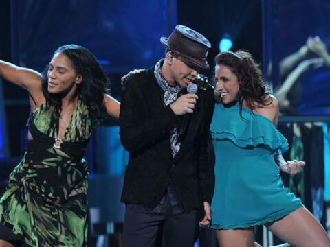 Prince Royce cantó el tema 'Corazón Sin Cara' y su bachata enamoró a todos.