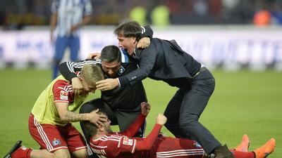 Un gol en la prórroga mantiene al Hamburgo en la Bundesliga GettyImages-...
