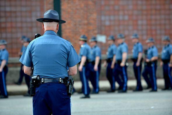 La policía de EEUU aumentó el perímetro de seguridad en torno a una casa...