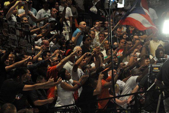 Los puertorriqueños gritarban 'Cotto, Cotto' mientars Mayweather trataba...