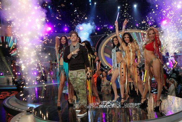 Las semifinalistas bailaron en tarima pero seis fueron calificadas.