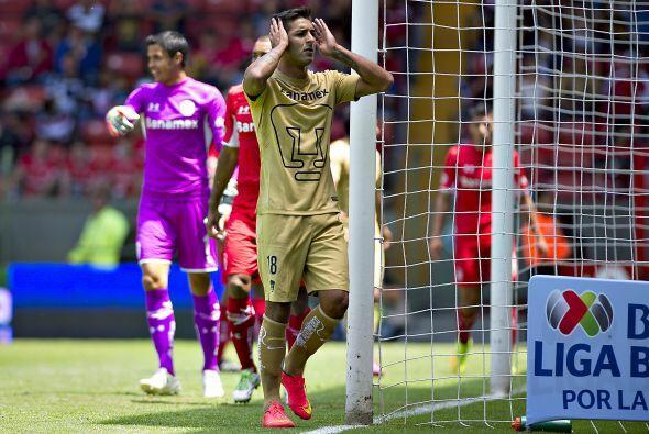 Ismael Sosa volvió a pasar de noche en el ataque de los Pumas. El sudame...
