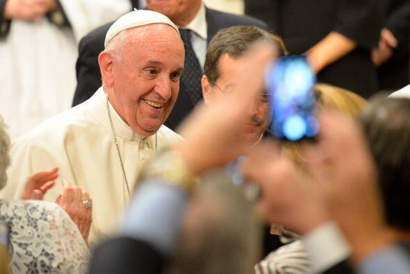 El Papa posa gustoso para las fotos.