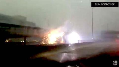 Video: un rayo destruye una estación de tren en Chicago