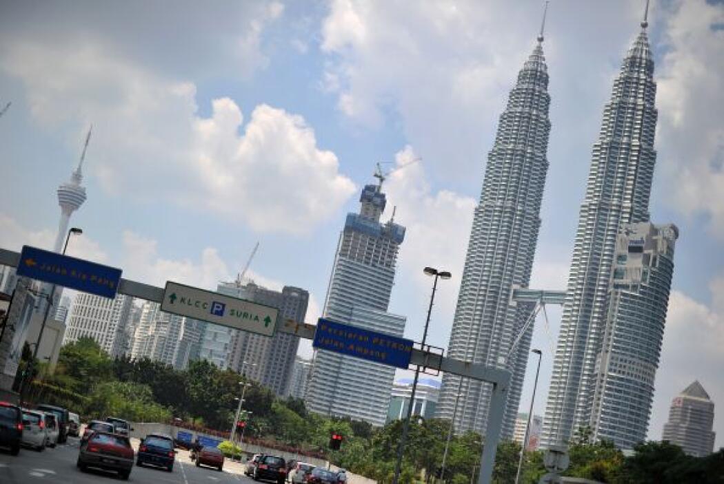 Kuala Lampur, Malasia.   Hotel, transporte, cena para dos y cocteles pue...