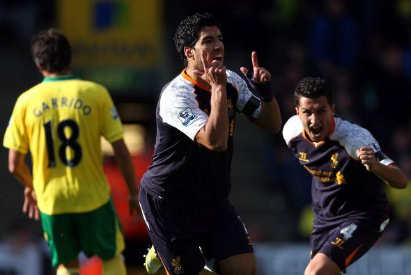 Suárez marcó tres tantos y el Liverpool obtuvo oxígeno puro al imponerse...