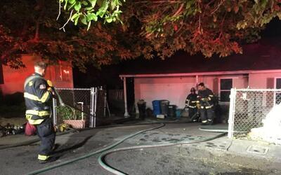 El incendio fue reportado poco después de la 1:00 a.m. en la cuadra 1400...