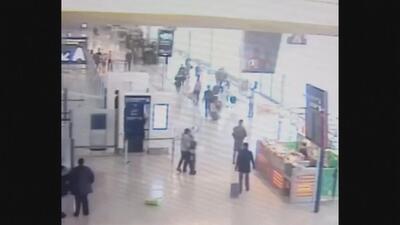 Video muestra el momento en el que un atacante tomó como rehén a una sol...