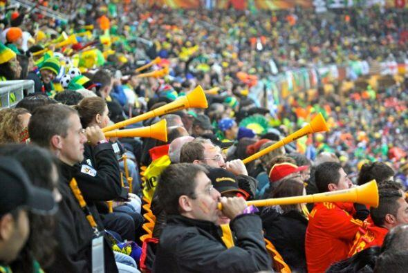 Las vuvuzelas crearon locura y polémica en las tribunas del Mundi...