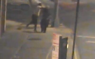 En busca del hombre que dio un puñetazo mortal a un anciano en Queens