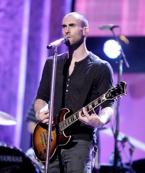 ¿Creen que el 'look' de Adam Levine sin cabello afecta su apariencia, o...