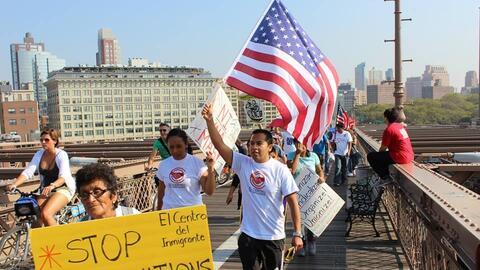Manifestantes y activistas de Dream Action Coalition promueven la reform...