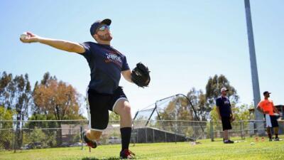 El pitcher Sean Conroy, de 23 años, subió al montíc...