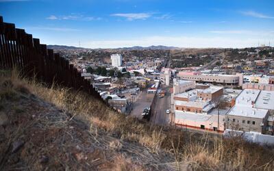 Cómo los cambios en la frontera física entre EEUU y México en el estado...