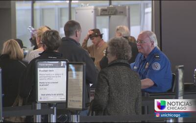 Empleados de los aeropuertos de Chicago podrían irse a huelga