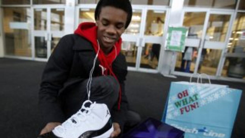 La locura por comprar el último modelo de las zapatillas de Nike inspira...