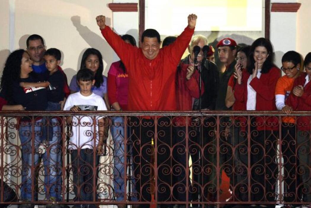 El presidente de Venezuela, Hugo Chávez, reelegido para un nuevo mandato...