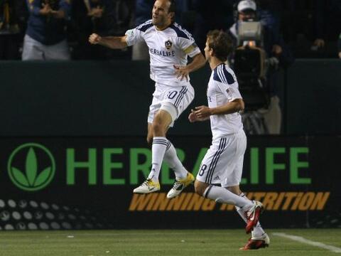 El Galaxy de Los Angeles goleó 3-0 a los Portland Timbers en su p...