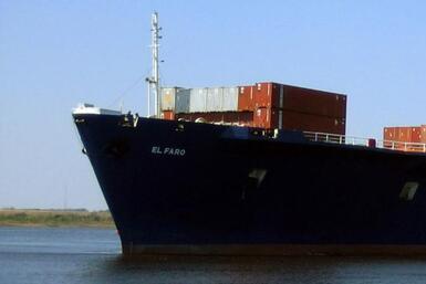 Joaquín provoca el hundimiento de un barco carguero
