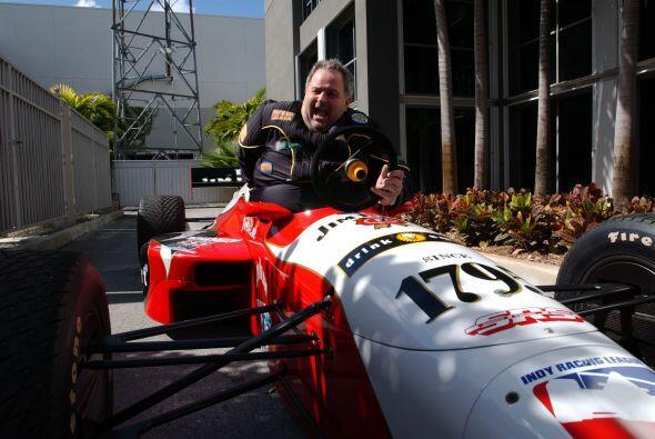 Raúl siempre ha tenido una pasión por las carreras de autos, y esta vez...