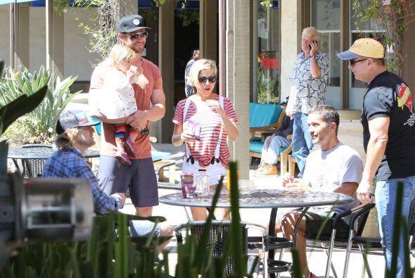 A la salida del local, Elsa y Chris se toparon con Owen Wilson.  Mira aq...