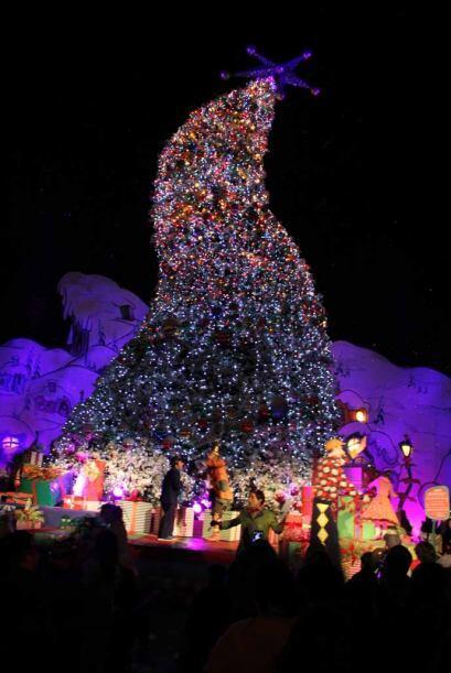 Te compartimos las estampas del gran árbol de navidad de los 'Quien'.  L...