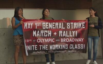 Estudiantes de Los Ángeles piden permiso para ausentarse a clases durant...