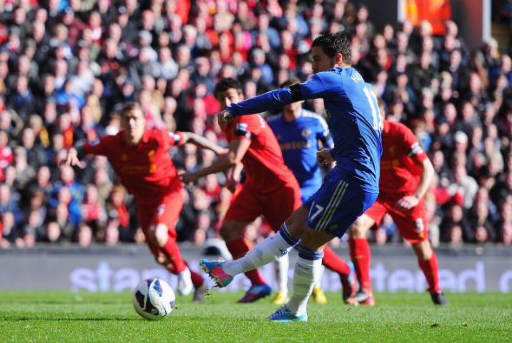 Sin embargo la igualada duró no más de cinco minutos, pues un penalti se...
