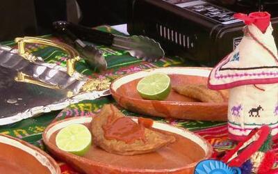 Dos televidentes nos enseñan cómo hacer Empanadas de Camarones en La Coc...