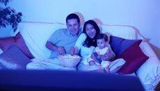 Usted puede también inculcarle a su niño buenos hábitos para ver la tele...
