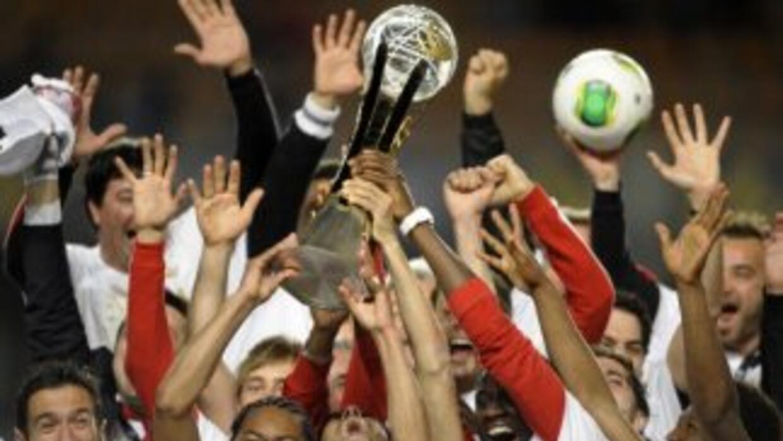 Sporting Braga levanta el trofeo de campeón de Copa.