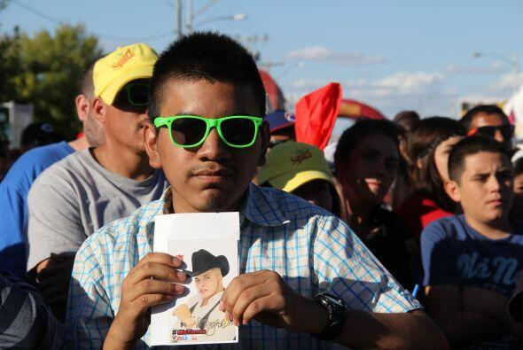 """""""  Los Canarios de Michoacán"""" pusieron a bailar a cientos de Arizonenese..."""