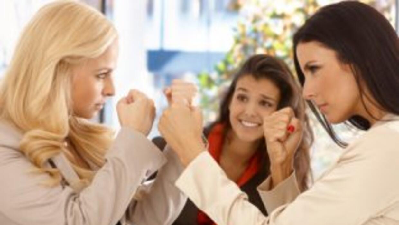 El 50 % de los empleados que son víctimas de actitudes descorteces reduc...