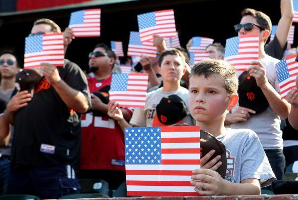 En San Francisco cada aficionado mostró una bandera.