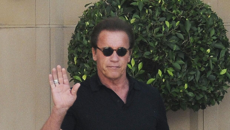 El actor saludó a las cámaras.