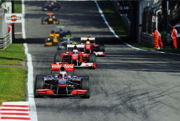 Button parecía tener dominada la carrera, pero la estrategia en los 'pit...