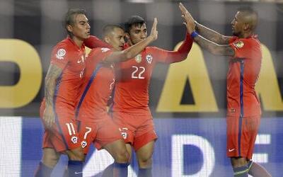 El campeón Chile será el rival de México en cuartos de final al eliminar...