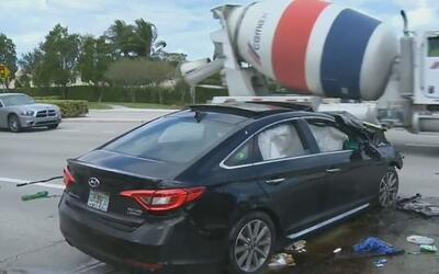 Autoridades y voluntarios atendieron dos emergencias por vehículos que c...