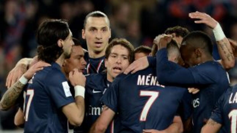 Los parisinos vencieron sin apuros al Niza y se escapan en la punta del...