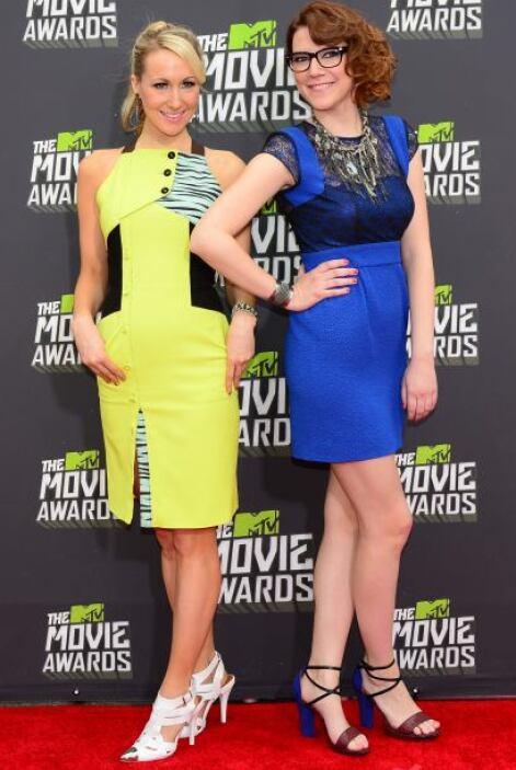 Con un tono amarillo neón y un azul electrizante, Nikki y Sara son el dú...