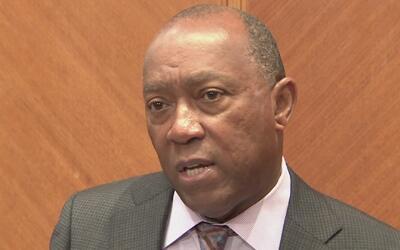 """Sylvester Turner: """"La policía de Houston no actuará como agentes de inmi..."""