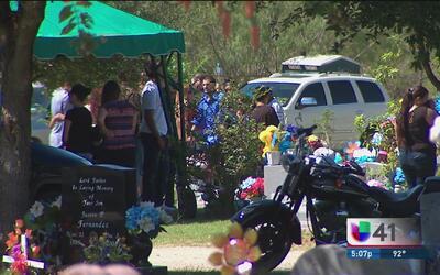 Dan último adiós a dos niños muertos en accidente automovilístico