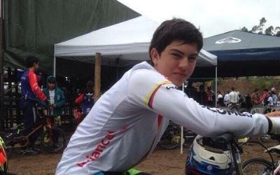 Joven ciclista sufre accidente y queda parapléjico