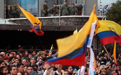 La oposición ecuatoriana salió a las calles para rechazar los resultados...