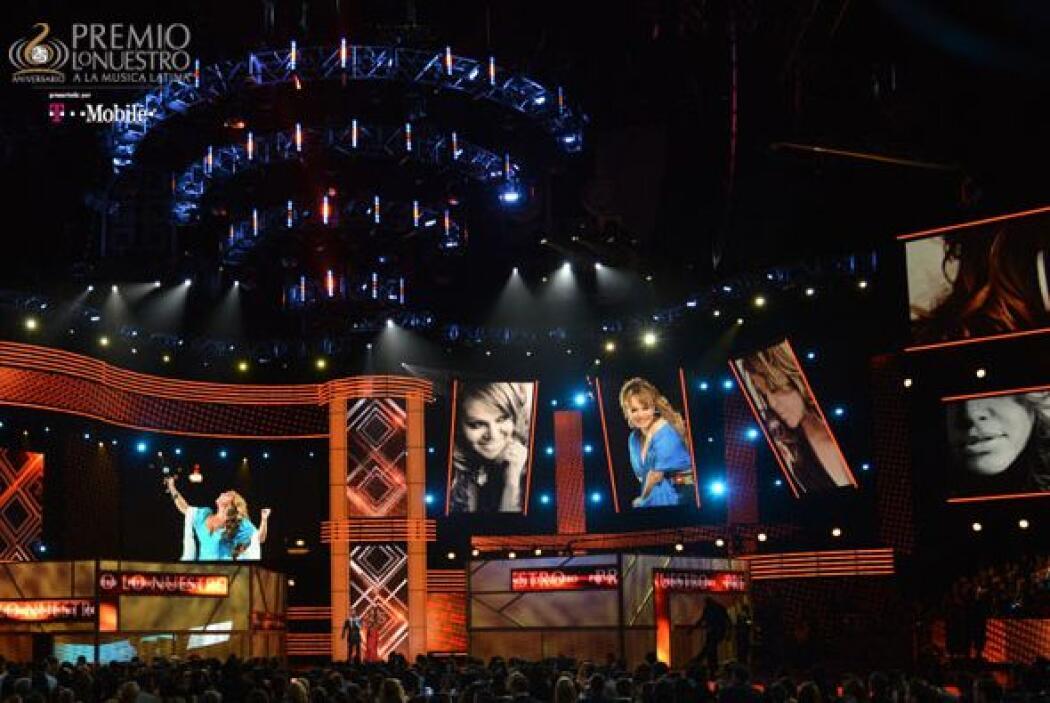 El escenario de Premio Lo Nuestro en su edición 25 se llenó de gloria al...