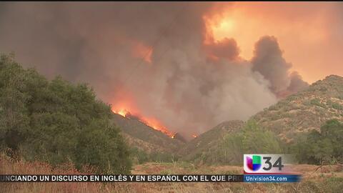 Sigue el incendio en Santa Clarita