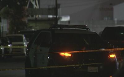 Investigan el posible asesinato de una mujer en North Hollywood