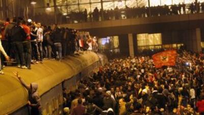 Partidos políticos y activistas egipcios exigieron al Parlamento retirar...
