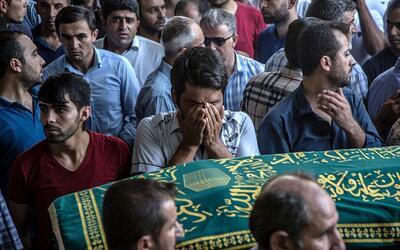Entierro de una de las víctimas del ataque yihadista en una boda...